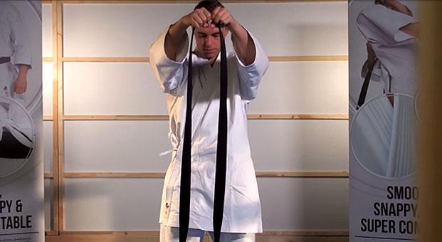 how_to_tie_karate_belt_step_1