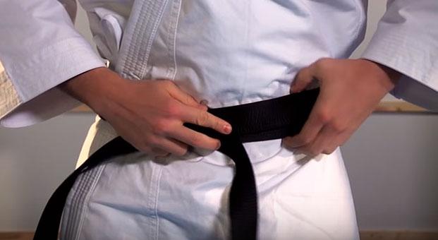 how_to_tie_karate_belt_step_4