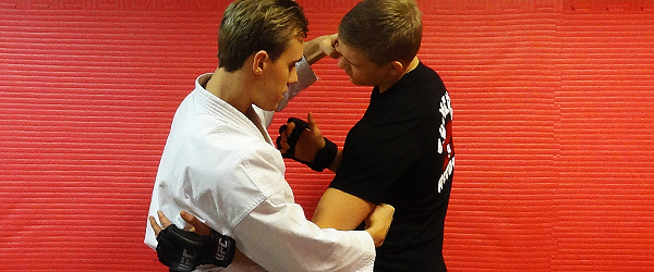 karate-mma-enkamp-morote-zuki